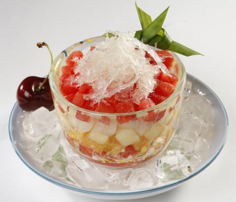 Cách làm món trái cây tổ yến ngon mát cho ngày hè